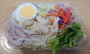 ローソンの玉子と蒸し鶏のサラダのパッケージを開けたところ2020年3月10日リニューアル版