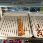 ファミリーマートの炭火焼きとり合鴨ねぎ塩つくね(軟骨入り)のホットスナックコーナー