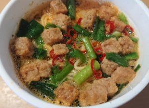 ファミリーマートのライザップRAIZAP麻辣湯麺のパッケージを開けたところ近接拡大写真