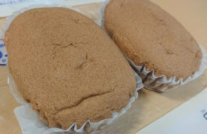 ローソンのブランのキャラメル蒸しケーキの近接拡大写真