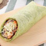 ファミリーマート ラップスティック サラダチキン(粉チーズ入りバジルマヨ仕立て)2020年11月3日版